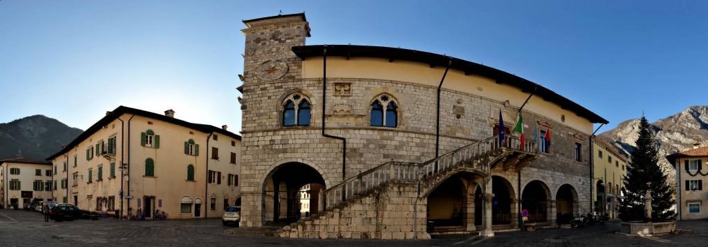 Venzone-Municipio03